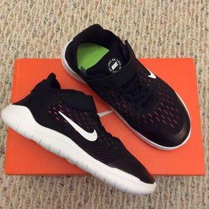 🆕 NIKE girls black sneakers running shoes-size 3Y
